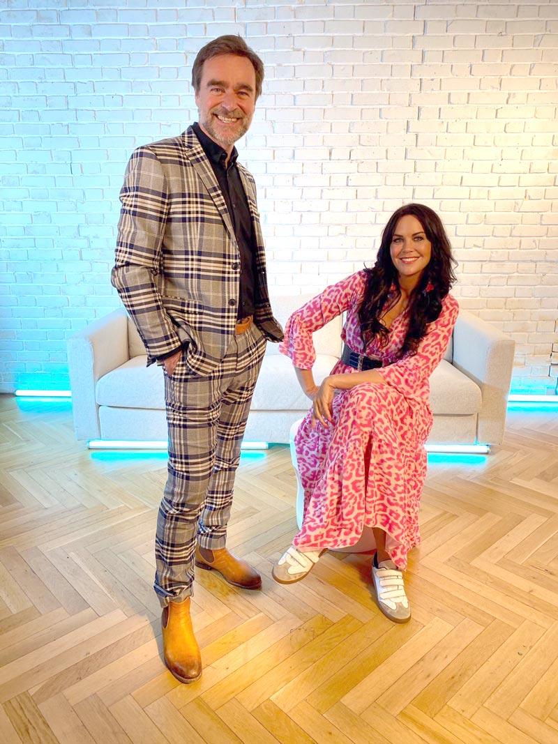 Andie_Gabauer-Fashiontalk-Martina-Reuter-Reuterin-schaut-hin